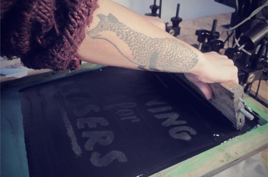 ensamheten prints, sweathshirt, screenprint, grafiskt tryck, graphic, typografi, anna nilsson, malmö, oscar wettersten, foto