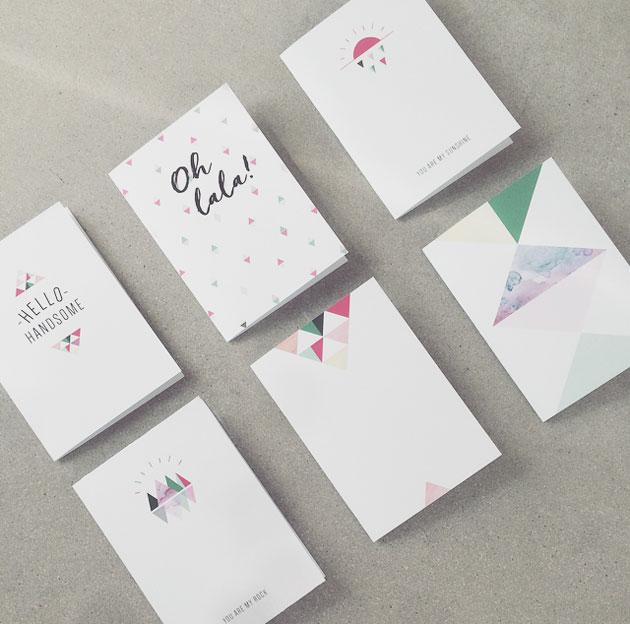 designade gratulationskort med grafiska tryck